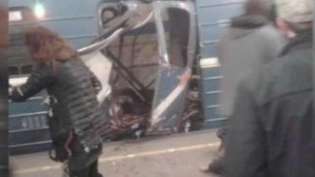 Televisão russa transmitiu imagens de danos no metrô de São Petesburgo