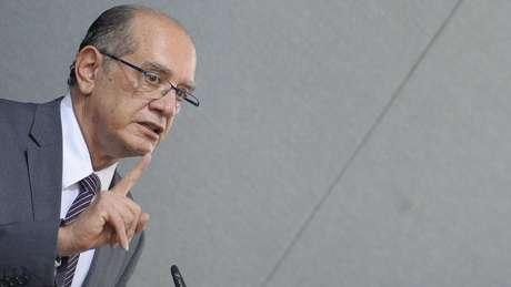 Juristas dizem que Mendes deveria se declarar suspeito para julgamento do TSE por causa de relação íntima com Temer