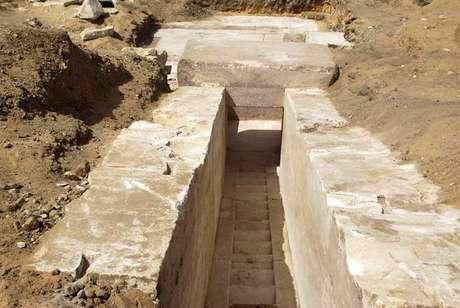 Arqueólogos do Egito descobriram os restos de uma pirâmide da dinastia faraônica XIII