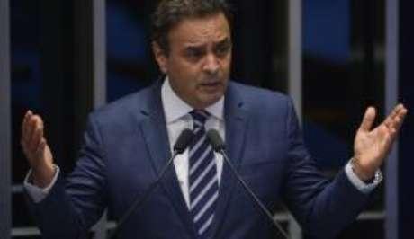 A defesa de Aécio havia pedido a suspensão do depoimento para que o parlamentar pudesse ter acesso ao que foi dito por outras testemunhas já ouvidas no processo.