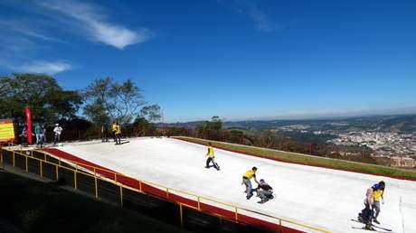 São Roque, a apenas 60km da capital, possui pista de esqui