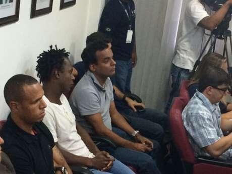 Luis Fabiano e Andrezinho foram ao tribunal nesta segunda para o julgamento do atacante (Foto: Hugo Mirandela)