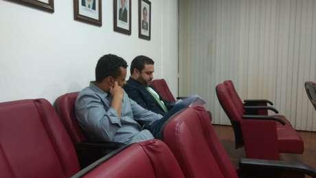Anibal Rouxinol - gerente jurídico do Botafogo - junto com o comandante alvinegro no TJD-RJ (Foto: Vinicius Britto)