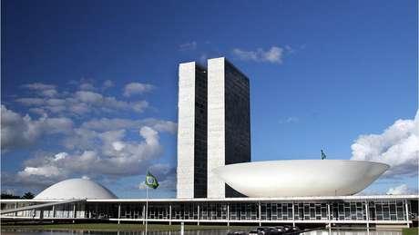 Dos Três Poderes, o Judiciário tem salários mais altos, seguido por Legislativo e Executivo.