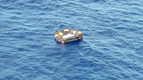 Botes salva-vidas encontrados vazios reduzem as esperanças de localização de novos sobreviventes de naufrágio