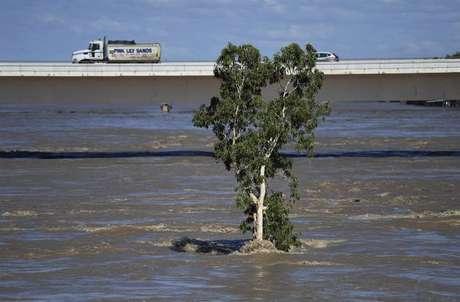 Debbie é o ciclone mais potente a afetar a Austrália desde o Yasi, que em 2011 gerou fortes ondulações que causaram vários danos no litoral.