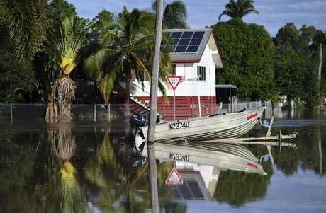 Ciclone Debbie provocou cinco mortes e atingiu mais de 80 mil pessoas na Austrália