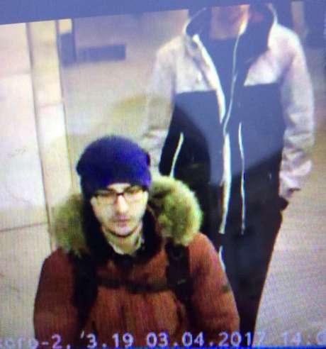 Imagem de câmeras de segurança mostram o suposto autor da explosão no metrô russo