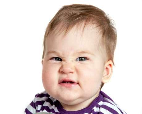 No debemos confundir la halitosis infantil con el mal aliento que puede presentar el niño al levantarse por la mañana.