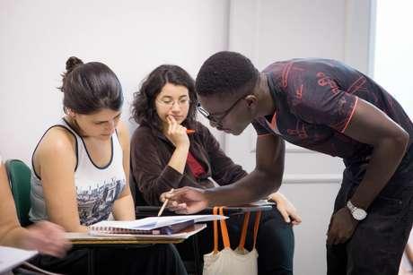 O projeto 'Abraço Cultural' foi criado com o objetivo de inserir refugiados ao mercado de trabalho em São Paulo, além de apoia-los na integração à sociedade local