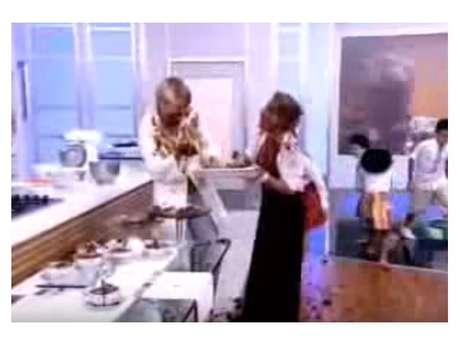 Ana Maria Braga e Xuxa fazem guerra de comida ao vivo!