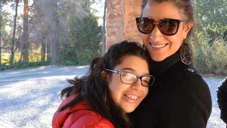 A empresária Carolina Felício com a filha Júlia, de 17 anos: três negativas de matrícula e luta por educação em instituição regular