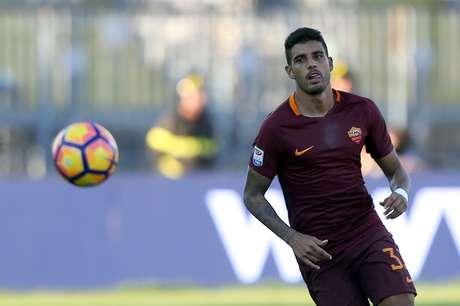 O lateral brasileiro Emerson Palmieri tem atuado com destaque na Roma e pode ser convocado para defender a seleção italiana