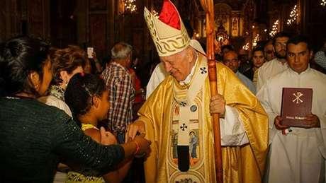 Arquidiocese diz que arcebispo de Santiago não estava a par de caso da freira, o que ela contesta