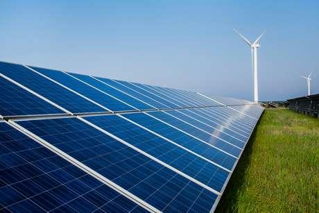 Geração cresce rapidamente devido às usinas solares e eólicas, que representam 80% da produção em fontes renováveis. Antigos precursores, Europa e Alemanha caem na ampliação desses tipos de energia.