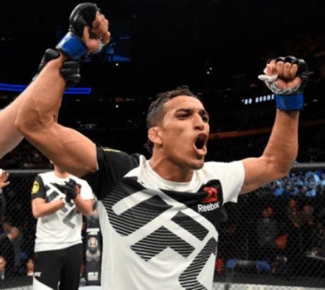 Charles Do Bronx comemora vitória no UFC 210