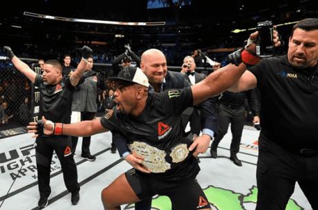 Daniel Cormier venceu Anthony Johnson no UFC 210