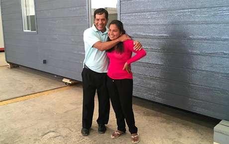 Evangelina Chamorro recibió las llaves de su nueva casa antisísmica