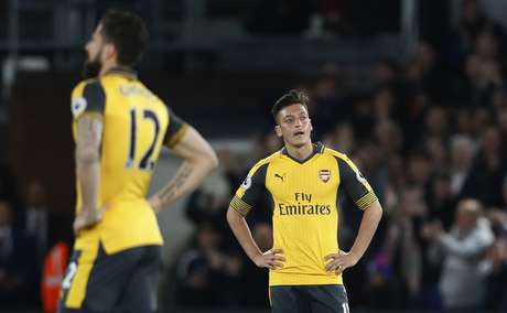 Arsenal é atropelado pelo Crystal Palace e vê pressão sobre Wenger aumentar