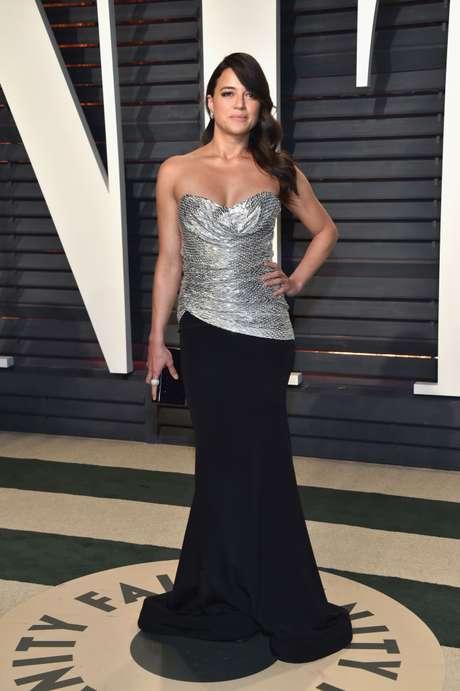 Michelle Rodríguez en la fiesta post Oscar de Vanity Fair.