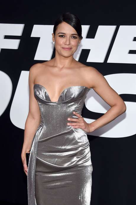 Look de Michelle Rodríguez en el estreno de su nueva película.