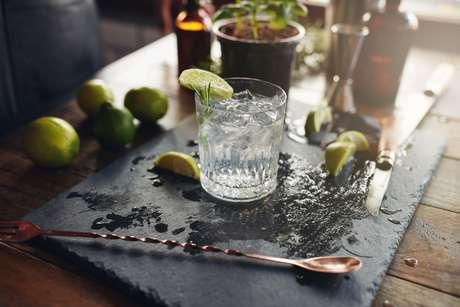Gin Tônica e outros drinks saem com preço fixo de R$ 25 em bares da capital!