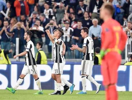 Los jugadores de la Juventus celebran un gol ante el Barcelona
