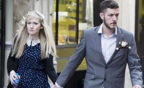 Chris Gard e Connie Yates caíram em lágrimas no tribunal quando o juiz anunciou a decisão de autorizar o desligamento de aparelhos