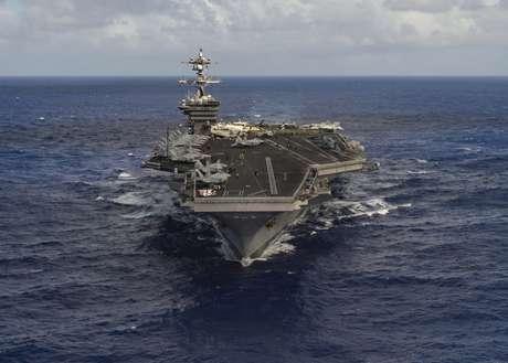 Os Estados Unidos enviaram para a península da Coreia o porta-aviões Carl Vinson