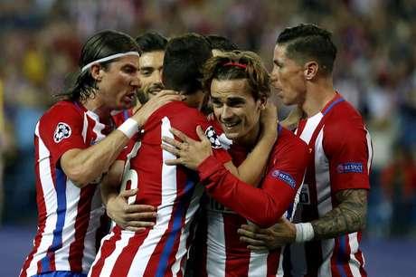 Los jugadores del Atlético celebran el gol de Griezmann