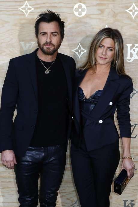 Justin Theroux y Jennifer Aniston en el desfile de Louis Vuitton.