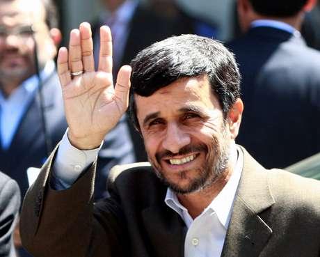 Ahmadinejad candidato às eleições presidenciais do Irão