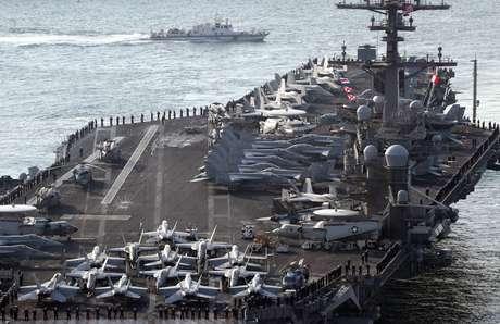 Porta-aviões USS Carl Vinson, enviado pelos Estados Unidos para a península coreana.