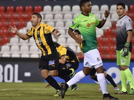Guaraní vence 3-1 al Zamora y con Gremio toma el liderato