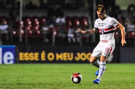 Buffarini virou mais um desfalque no São Paulo (Foto: Maurício Rummens/Fotoarena/Lancepress!)