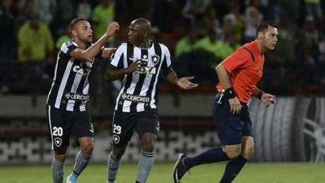 Os atacantes Sassá e Guilherme são dois dos que retornarão ao Rio para a decisão da Taça Rio, contra o Vasco (AFP)