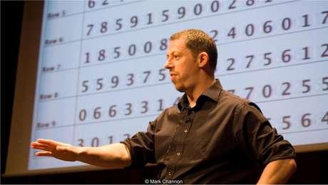 Mark Channon conheceu uma técnica de memorização em um bar e hoje vive de palestras sobre o assunto