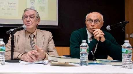 Olavo de Carvalho e Eduardo Suplicy durante evento em Harvard, nos EUA