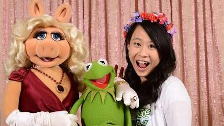 A adolescente tem interesse pelas artes e já entrevistou vários personagens famosos - de Morgan Freeman aos Muppets