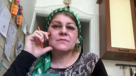 """Kheda Saratova, do Conselho de Direitos Humanos da Chechênia, diz que existência de prisões secretas para LGBTs """"não está confirmada"""""""