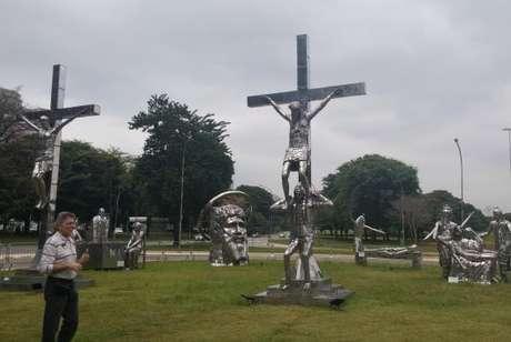 Pela criatividade, a Via Crucis chama a atenção de quem passa pelo Ibirapuera