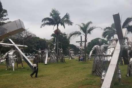 Exposição com 46 esculturas de aço pode ser vista até 6 de maio