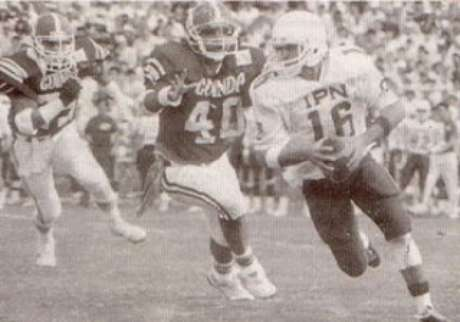 Alejandro Morales, el QB de los Pieles Rojas en 1989