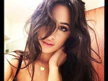 Camila Cabello publica fotos novas e recebe elogio dos fãs!