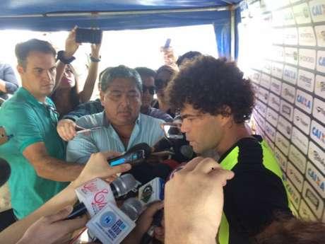 Camilo concedeu entrevista coletiva nesta terça-feira, no Equador (Foto: Reprodução-Twitter)