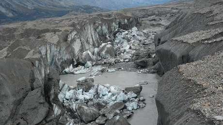Este cânion leva agora quase toda a água do desgelo até o golfo do Alaska, através do Alsek