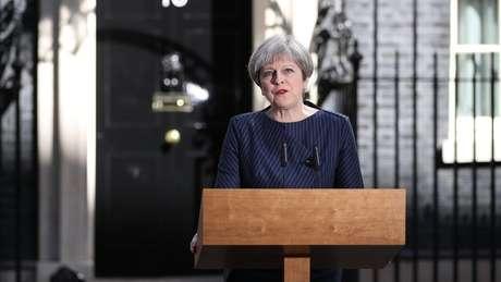 Anúncio da premiê pegou o país de surpresa; governo vinha indicando que só realizaria eleições em 2020