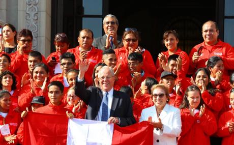 Presidente Pedro Pablo Kuczynski deseó éxitos a deportistas que representarán al Perú en Panamá.