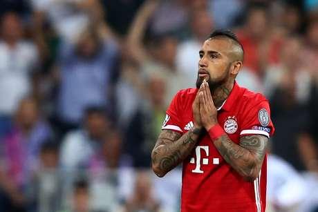 Vidal foi expulso após pegar a bola em um carrinho