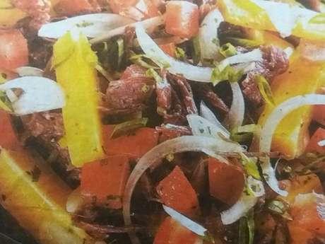 Salada de mandioca e carne-seca
